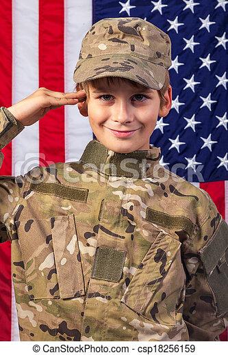 Un joven vestido como un soldado con bandera americana - csp18256159