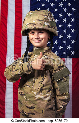 Un joven vestido como un soldado con bandera americana - csp18256170