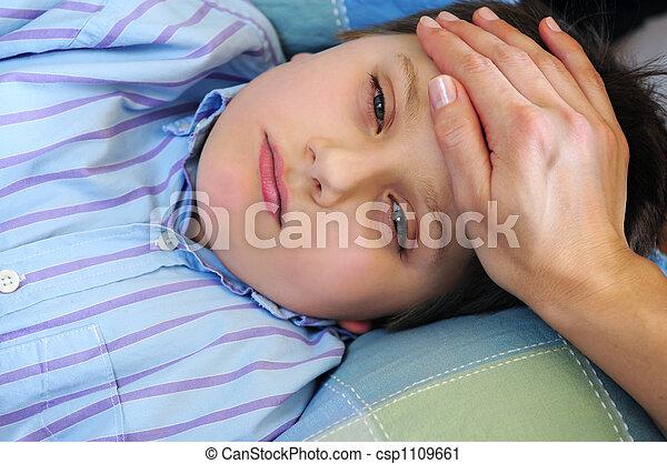 Niño enfermo - csp1109661