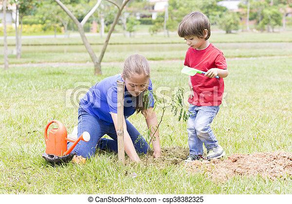 niño, niña, feliz, plantación - csp38382325