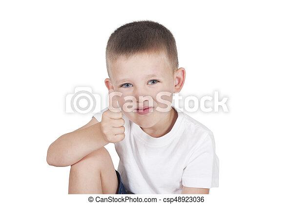 niño, poco, actuación, arriba, pulgares, feliz - csp48923036