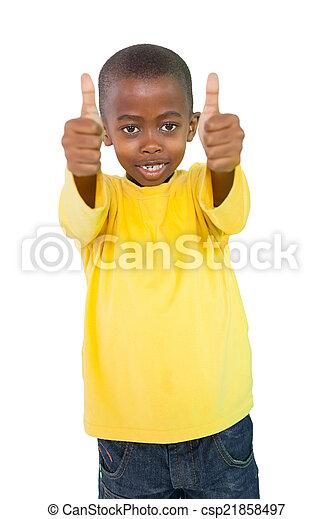 Niño feliz mostrando pulgares arriba - csp21858497