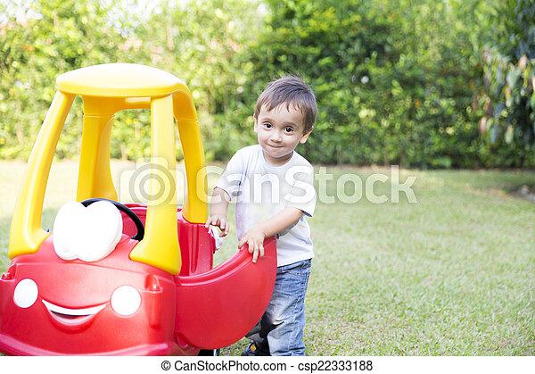 niño, poco, el suyo, conducción, juguete, feliz - csp22333188