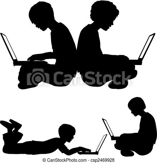 La chica y el chico usan portátiles sentados o acostados en el suelo - csp2469928