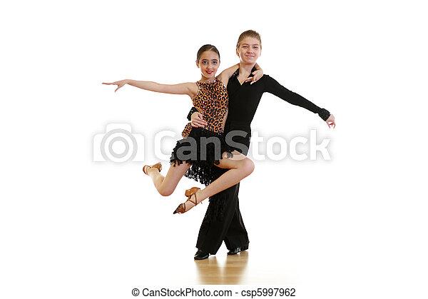 Niños bailando - csp5997962