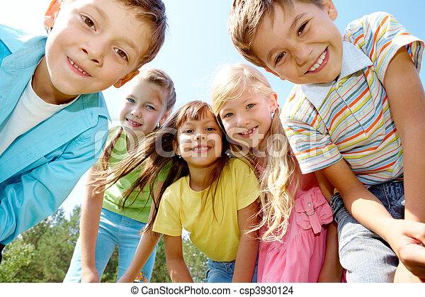 niños, cinco, feliz - csp3930124