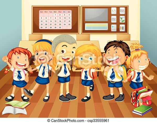 Niños de uniforme en el aula - csp33555961
