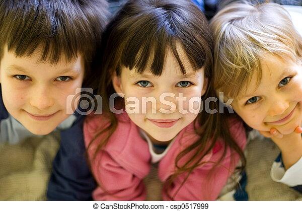 niños, feliz - csp0517999
