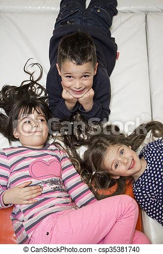 niños - csp35381740