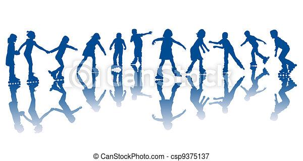 Niños en patines - csp9375137