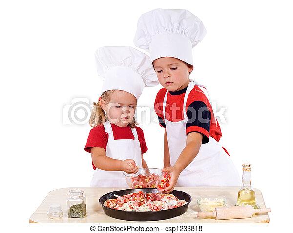 Niños preparando pizza - csp1233818