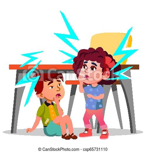 Dos niños asustados sentados bajo la mesa durante el vector del terremoto. Ilustración aislada - csp65731110