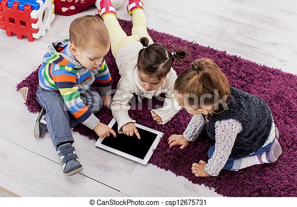 niños, tableta - csp12675731