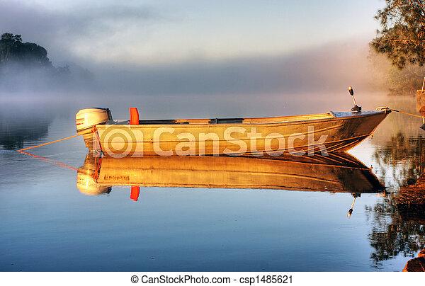 niebla, barco - csp1485621