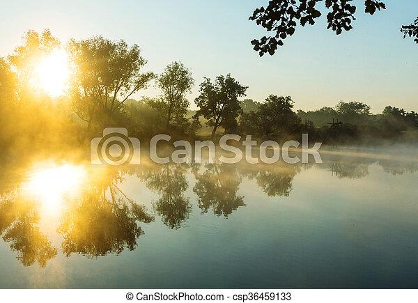 Niebla en el río - csp36459133
