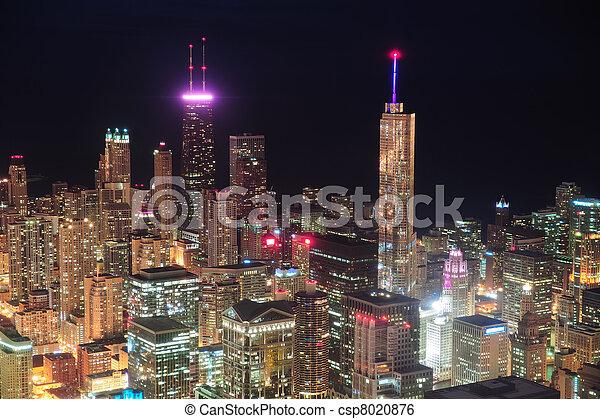 Vista aérea nocturna de Chicago - csp8020876