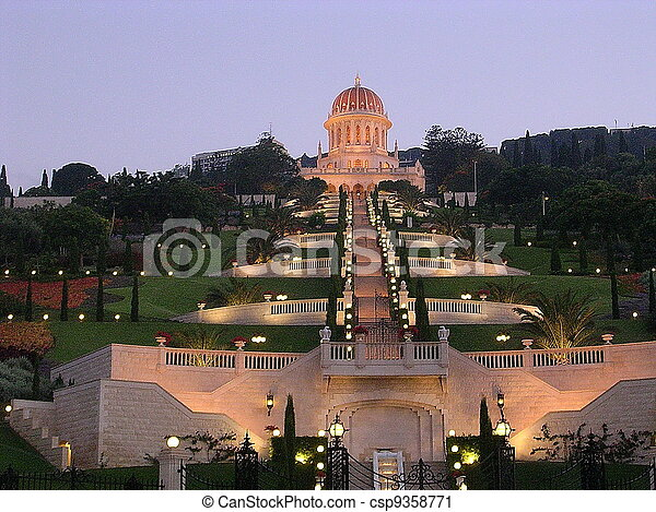 Jardines Haifa bahai y santuario de la noche de bab - csp9358771