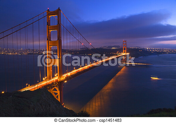 El puente de Golden Gate de noche con los barcos San Francisco California - csp1451483
