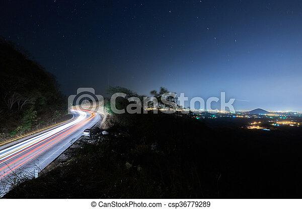 Camino con tráfico por la noche - csp36779289