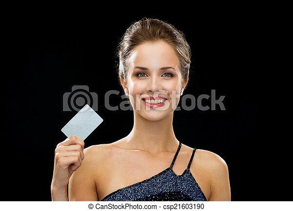 noite, crédito, mulher segura, sorrindo, vestido, cartão - csp21603190