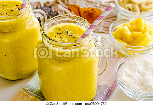 noix coco, graine, banane, chia, ananas, smoothies, curcuma - csp25994752