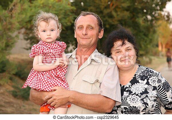 nonna, mani, nipote, nonno - csp2329645