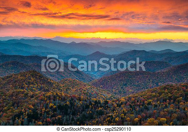 North Carolina Blue Ridge Parkway Mountains Sunset Scenic Landsc - csp25290110