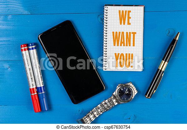 Queremos el concepto de negocios con la pantalla negra vacía para copiar el espacio. - csp67630754