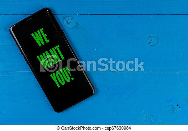 Queremos el concepto de negocios con la pantalla negra vacía para copiar el espacio. - csp67630984