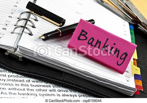 Nota bancaria en agenda y pluma - csp8159044
