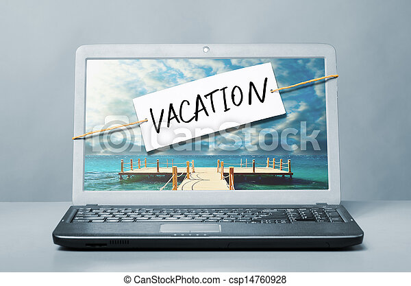 Laptop con nota de vacaciones - csp14760928