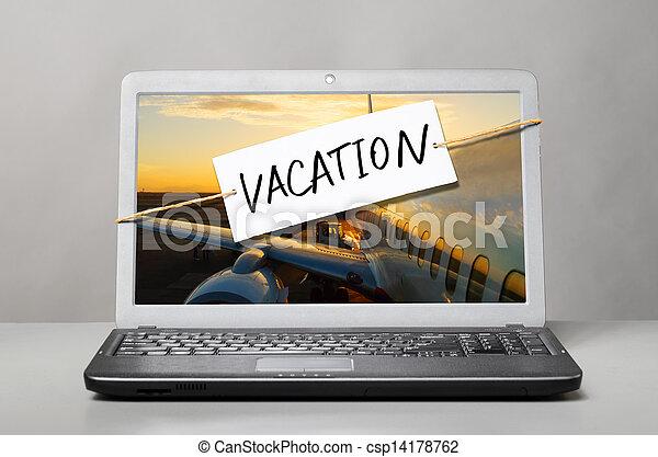 Laptop con nota de vacaciones - csp14178762