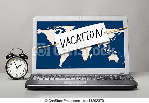 Laptop con nota de vacaciones - csp14292370