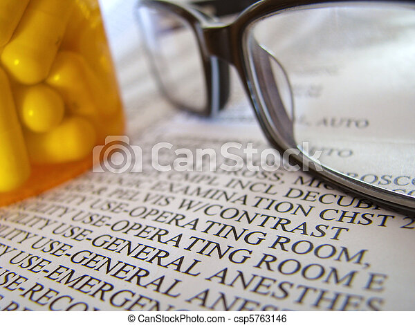 note, closeup, pilules, médian - csp5763146