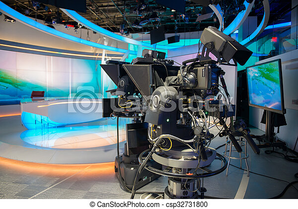 Estudio de reparto de TV News - csp32731800
