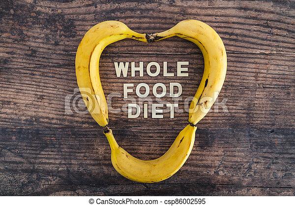 nourriture régime, bois, entier, frais, texte, forme, concept, heart-like, table, bananes, entouré - csp86002595