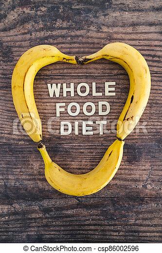 nourriture régime, bois, entier, frais, texte, forme, concept, heart-like, table, bananes, entouré - csp86002596