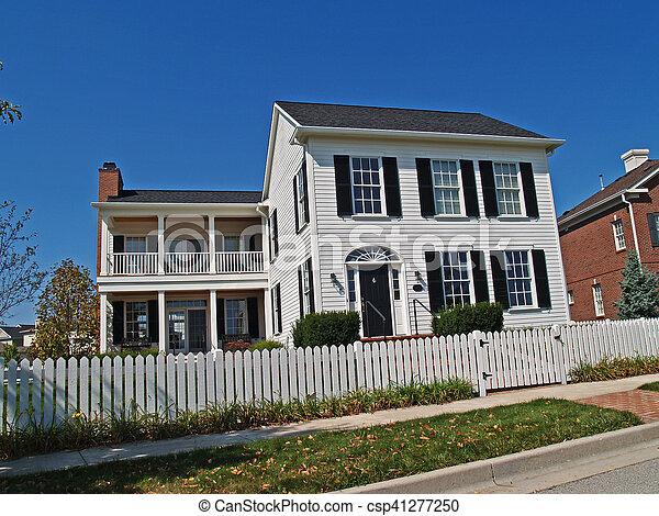 Barriere Maison nouveau, blanc, deux-histoire, barrière, maison. vieux, regard