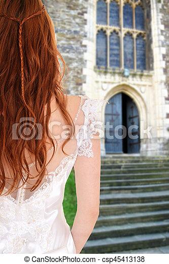 Novia fuera de la iglesia por escaleras de piedra - csp45413138
