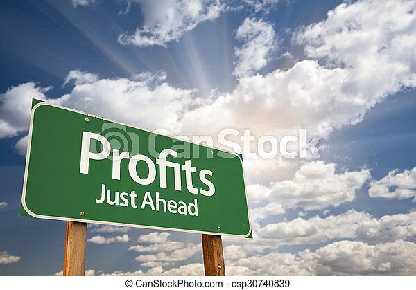 nuages, sur, signe, vert, profite, route - csp30740839
