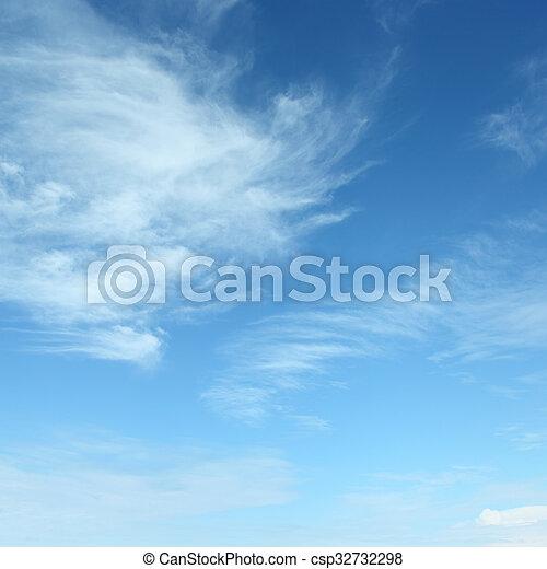 Nubes blancas y esponjosas - csp32732298