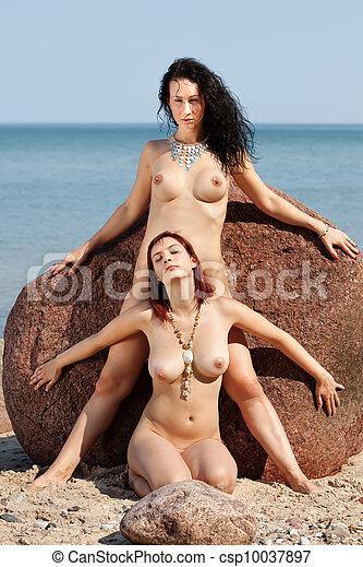 Hot beautiful nude babes photos