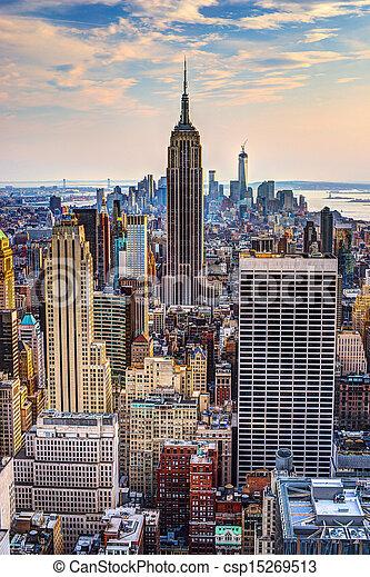 Ciudad de Nueva York al atardecer - csp15269513