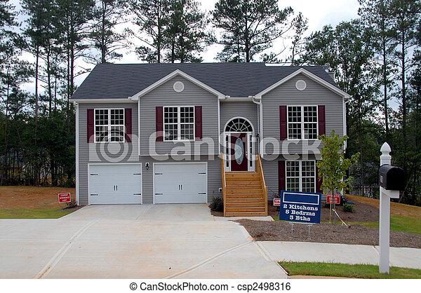 Nueva casa a la venta - csp2498316