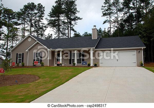 Nueva casa a la venta - csp2498317