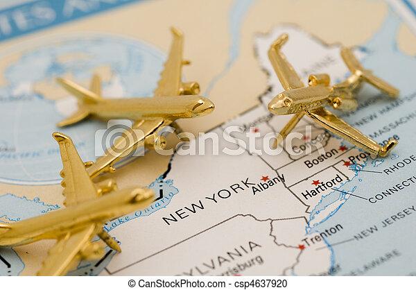 Aviones yendo a Nueva York - csp4637920