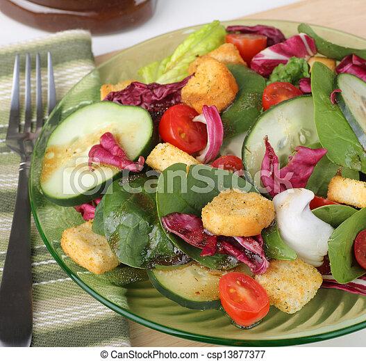 Ensalada nutritiva - csp13877377