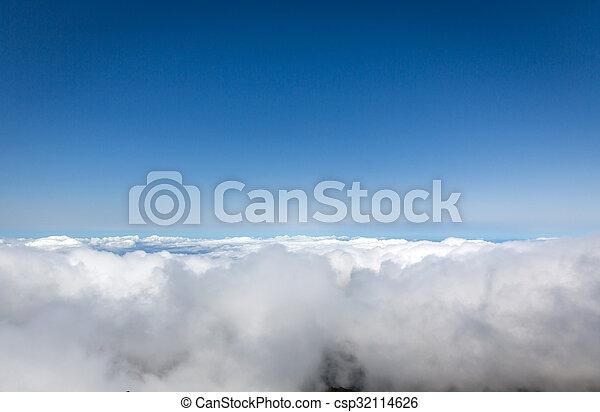 nuvens, acima - csp32114626