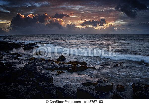 nuvens, roxo, oceânicos, escuro, dramático, mar - csp5757103