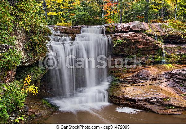 O Kun de Kun Falls Autumn - csp31472093